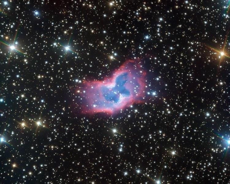 Captan nítidas imágenes de una «mariposa espacial»