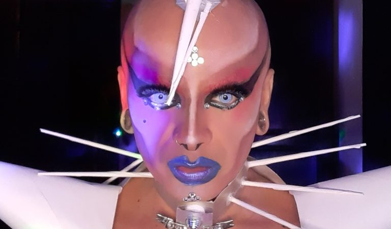 El cabaret es como esos espejos cóncavos y convexos en el que ves terriblemente reflejada tu realidad humana