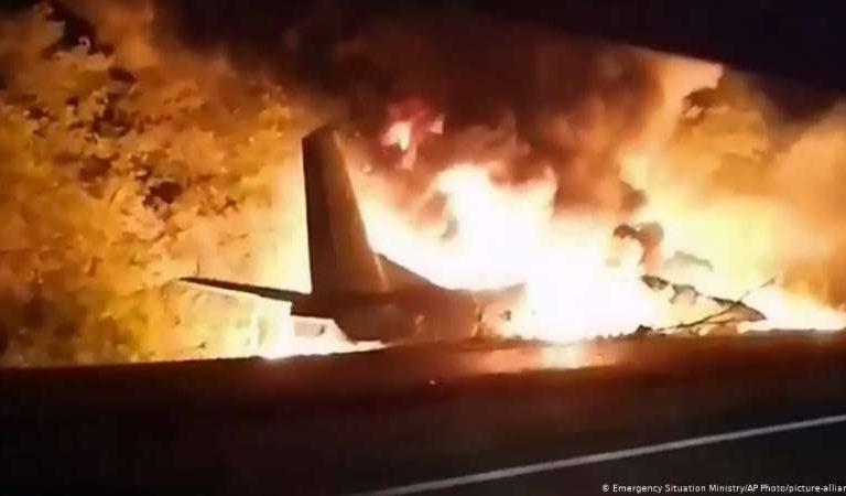 Se estrelló un avión y murieron al menos 22 personas