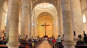 Reabrió la Catedral con una misa oficiada por el Arzobispo