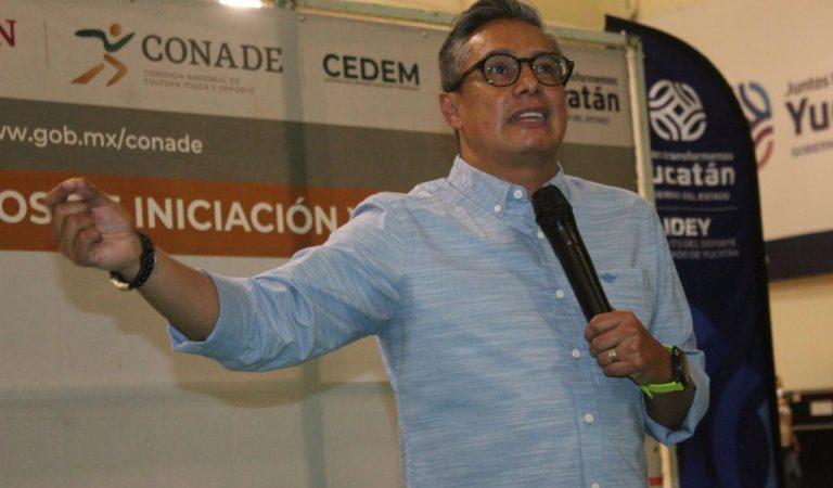 Fernando Platas imparte conferencia en Academias de Iniciación Deportiva