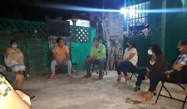 Apatía de autoridades en Chenkú ocasiona maleza en calles y mala iluminación