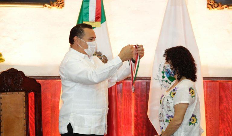 "Medalla Héctor Herrera ""Cholo"" para la titiritera Andrea Herrera López"
