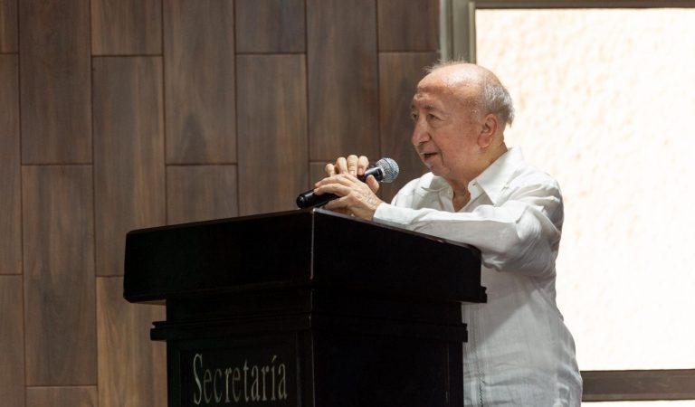 Eddie Salazar Gamboa es condecorado como Maestro Distinguido 2021